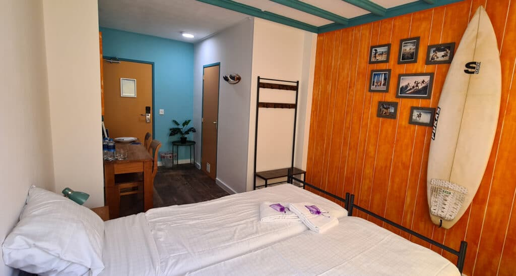 Twin room ensuite at the Flying Pig Beach